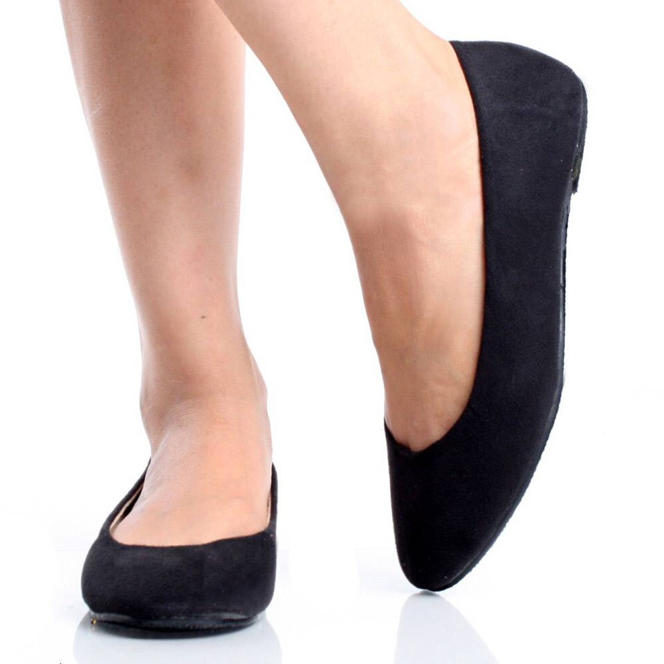 """A Nice Pair Of Black Flats A classic pair of ballet flats will make both your feet and your wardrobe happy."""" Flats are a no-fuss footwear solution that won't take up a ton of storage space in your dorm room closet. Wear them around to class when the weather is warm, or when your feet are tired."""