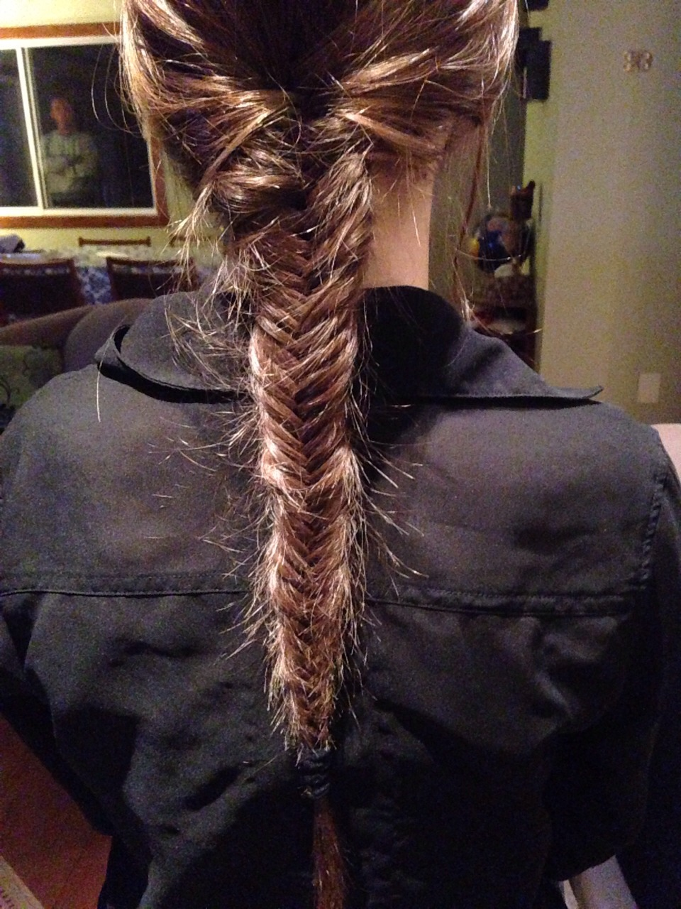 1. Do a fishbraid and then you just have to detach every section.   (you can do it with dry or wet hair)  2. Sleep with this braid or you can just dry it with a blower.   3. After sleeping or drying you just have to take that off.