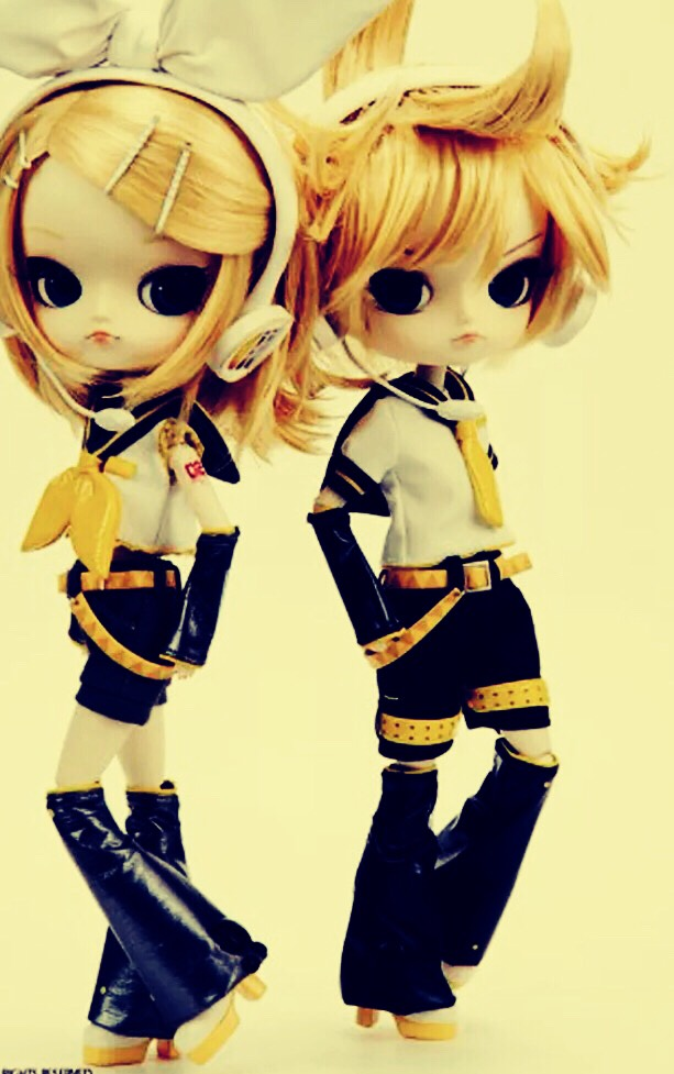 Vocaloids are some of my favorite dolls of any kind.