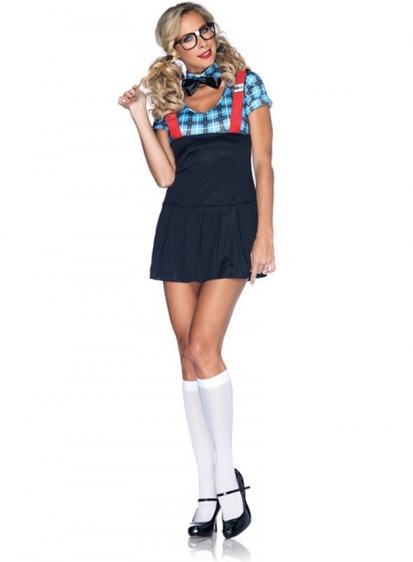 All you need to be a nerd are glasses, suspenders, a tie, a plaid shirt and a skirt