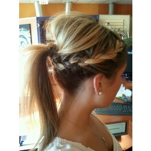 A way to pump up an ordinary ponytail😊