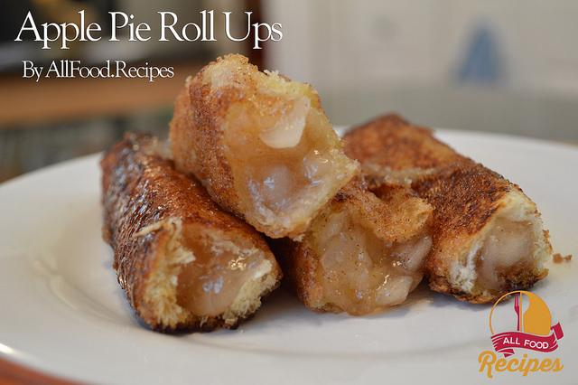 Image and recipe credit: http://www.allfood.recipes/apple-pie-roll-ups/