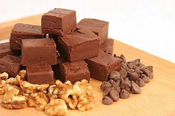 ingrediants- 3 cups semi sweet chocolate chips 1 can/14oz sweetened condensed milk 1/4 cup butter