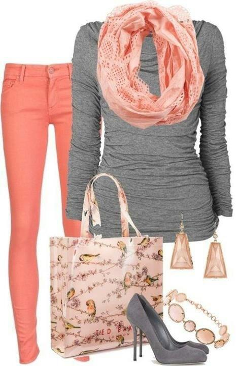 Casual yet chic! Love the contrast of color.