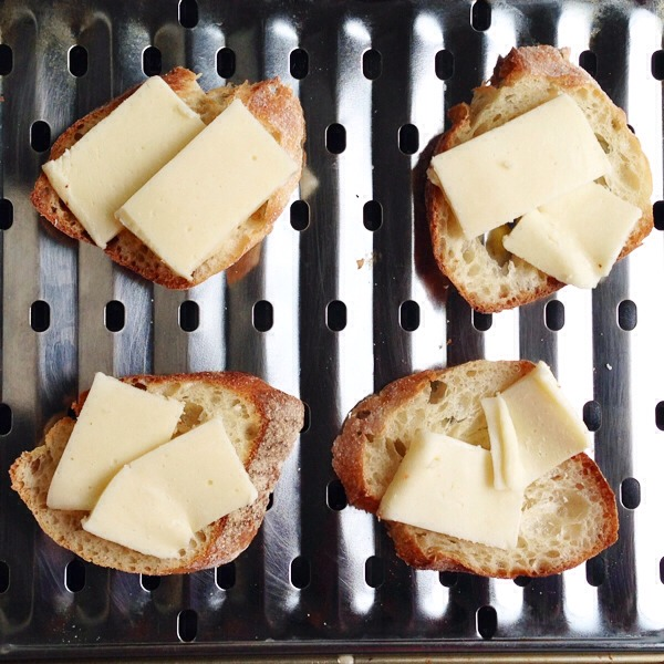 Horseradish Cheddar and Roast Beef Prep  These satisfying bites are a cinch to make! Simply melt a robust horseradish-infused cheddar on toasts, and then top with a slice of roast beef!