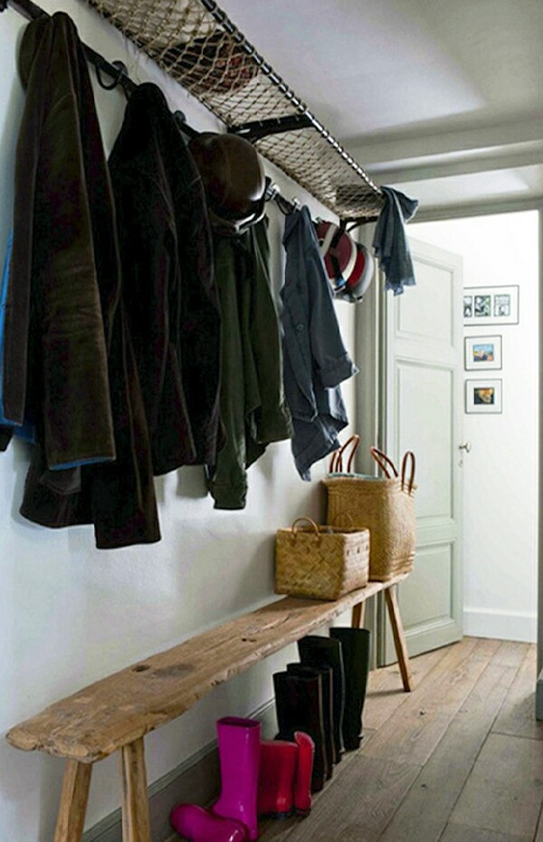 Having this entryway provides a shelf for drying wet things such as scarves, hats and gloves and you can store boots under the bench.