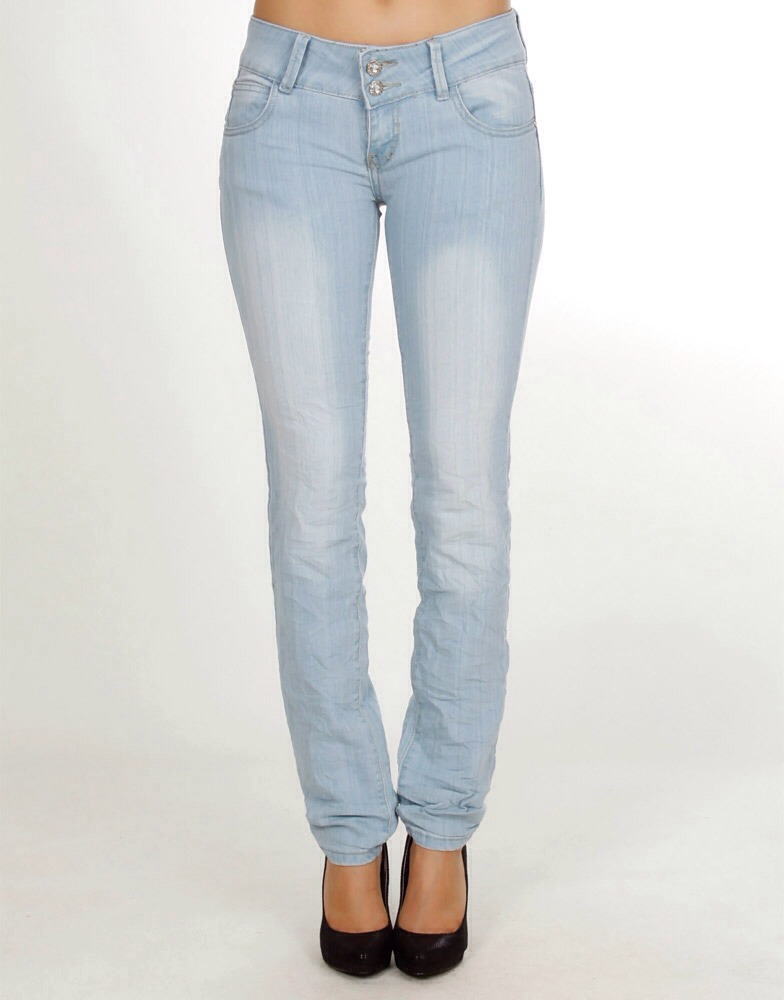 Light jeans instantly make you look more curvier !!! They fill you out perfectly