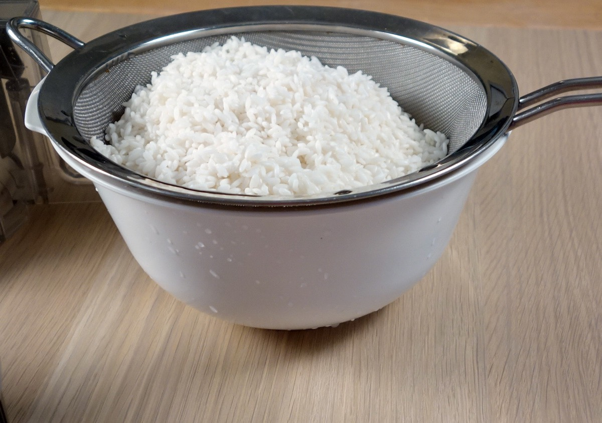 STEP TWO:  Strain the rice and remove only the liquid. This liquid should be putted in the face. Let it air dry.     REMINDER!!!!  This is made with COLD ingredients!! You DONT HAVE TO BOIL OR HEAT ANYTHING!