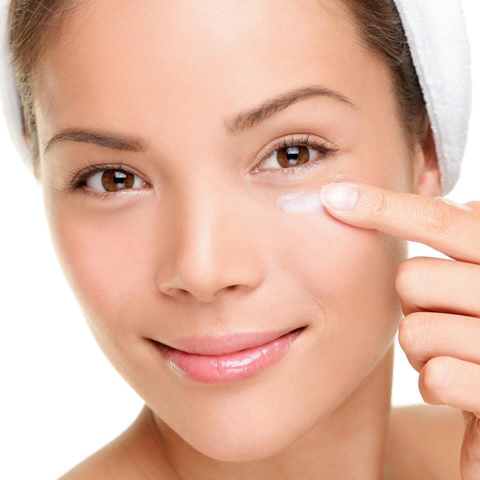 To keep eyes hydrated on long flights apply Vaseline generously around the eye and keep dark sunglasses on.