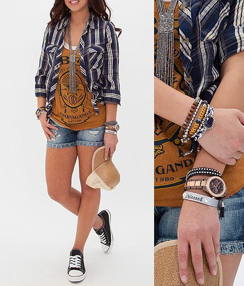 http://www.buckle.com/womens/style/outfits/kickin-it
