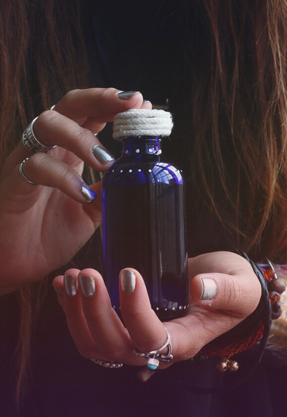 5HERB-INFUSED BODY OIL |Regardless of whether you prefer lotion, butter or oil, moisturizing your body is just as important as moisturizing your face. Whenyou make oils at home you can infuse them withanything - essential oils, herbs, plant extracts.