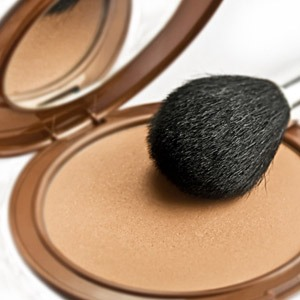 turn ur favorite loose pigments into eyeshadow or blush by mixing them with vaseline,