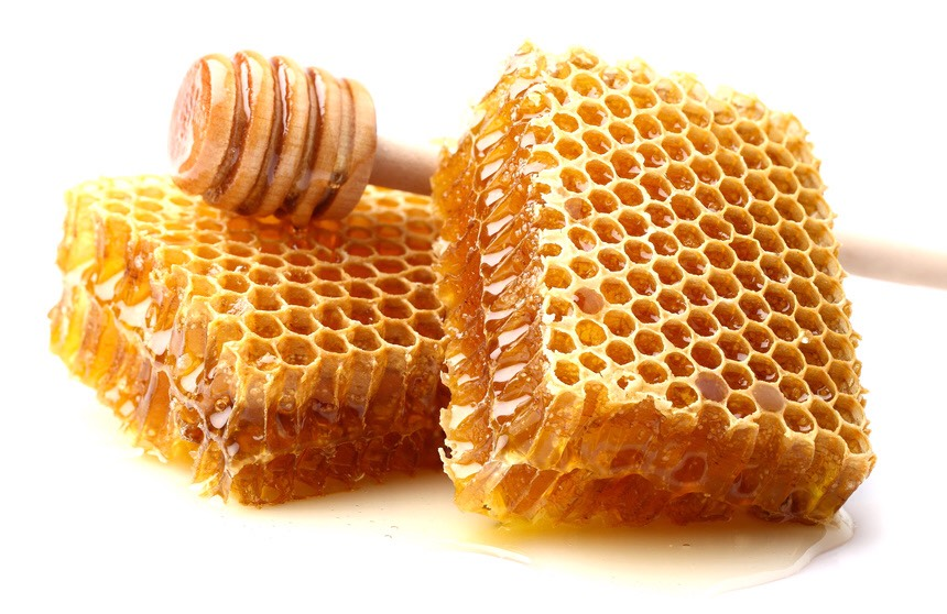 Honey – Honey contains antibacterial agents that destroy the bacteria that leads to breakouts. It also helps to soothe redness and irritation due its anti-inflammatory properties.