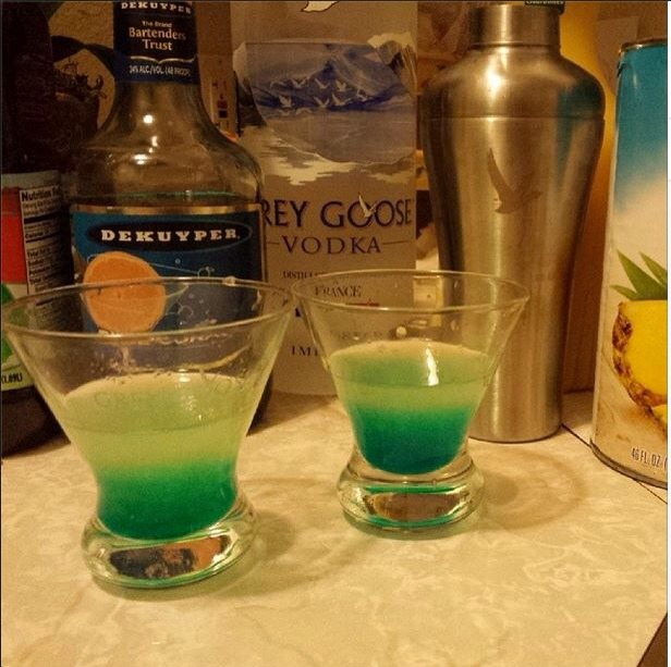 WARHEAD SHOT 1 oz. (30ml) Vodka 1 oz. (30ml) Lemon Juice 1/2 oz. (15ml) Blue Curacao