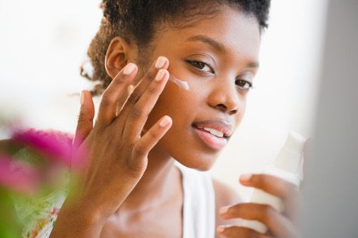 Treatwith OrganiClearAcneLotion  •Cleanse the skin thoroughly before applying medication •Cover the entire affected area with a thin layer once daily in the morning •If bothersome dryness or peeling occurs, reduce use to every other day or less •If going outside use a sunscreen