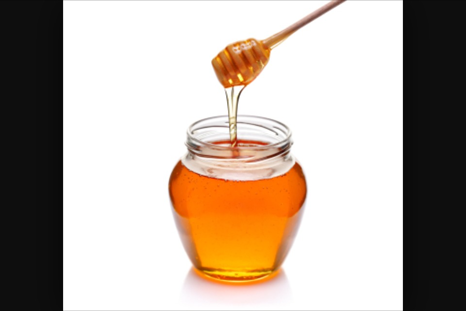 Honey as cleanser!!! Honey's natural antioxidant and anti-microbial properties help to protect the skin from the damage of the sun's rays, supports the skin's ability to rejuvenate and refresh depleted skin, leaving it feeling silky soft and supple.