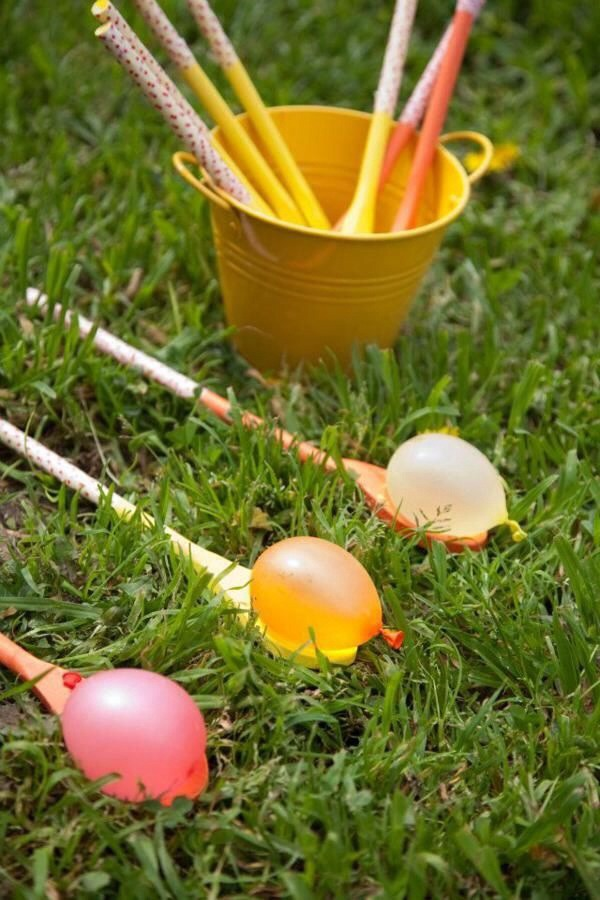 Instead of the egg, use water balloons! Great way to cool off and have fun! 😋👍💗
