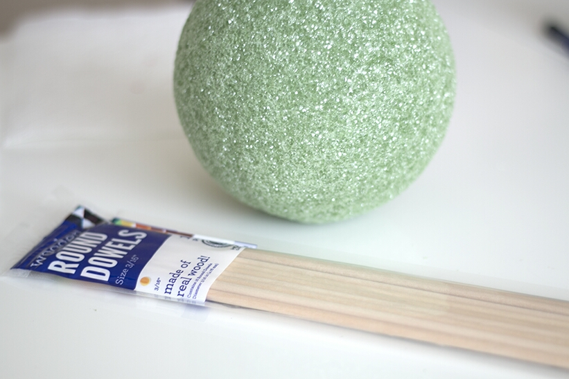 you'll need: styrofoam ball wooden dowels or chopsticks if you don't have any dowels plastic food wrap tape ribbon hot glue gun lollipop sticks cut into 1.5-2″ pieces a wide, heavy vase vase filler – like beans or rice paring knife strawberries