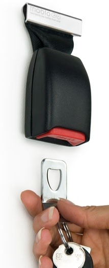 Belt buckle to keep your keys from getting lost