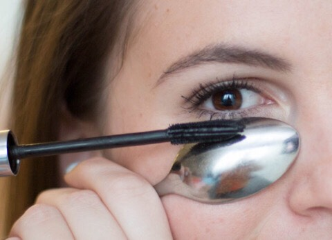 8. Hold a spoon underneath your eye when applying mascara on your lower lashes to avoid getting marks on your skin.