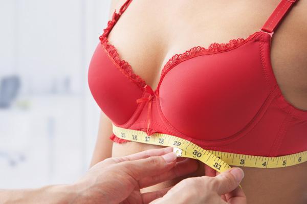 красивая женская грудь 2-го размера фото