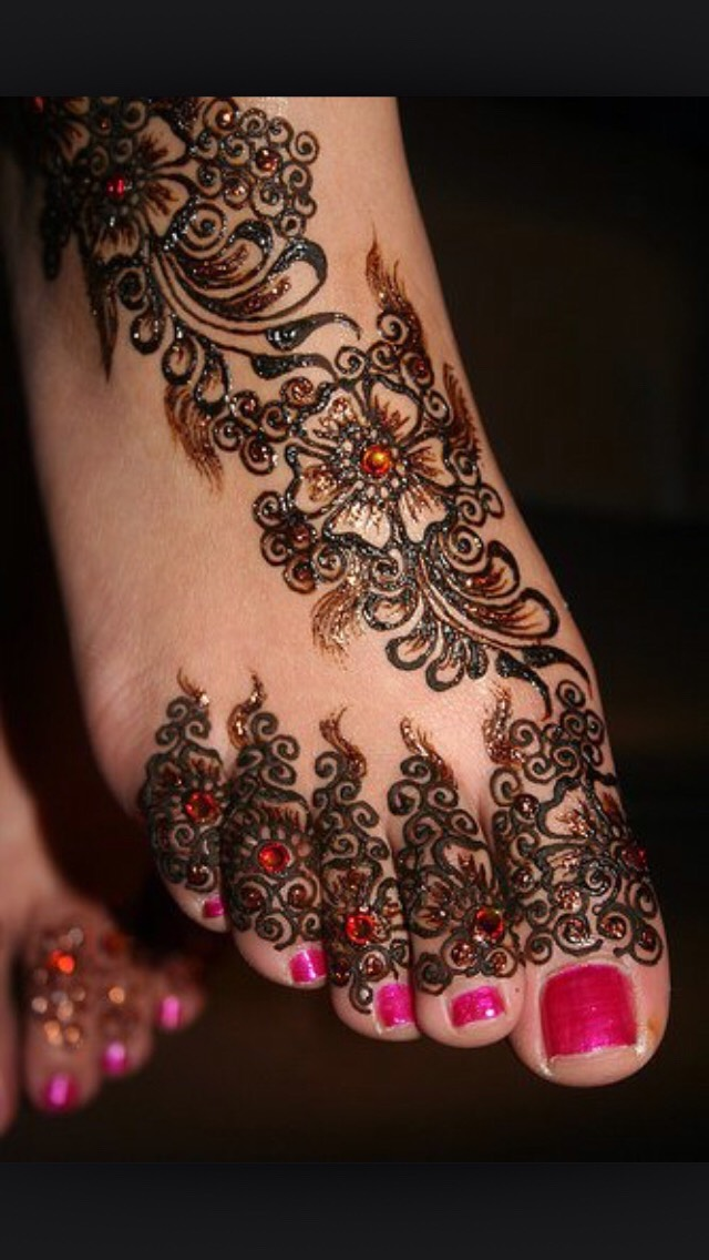 One good thing of heena is , it is temporary ratio which lasts only 15 days max so after that u can do again at the same place