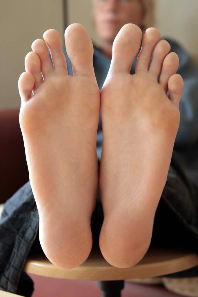 Put the mixture on the bottom of your feet.