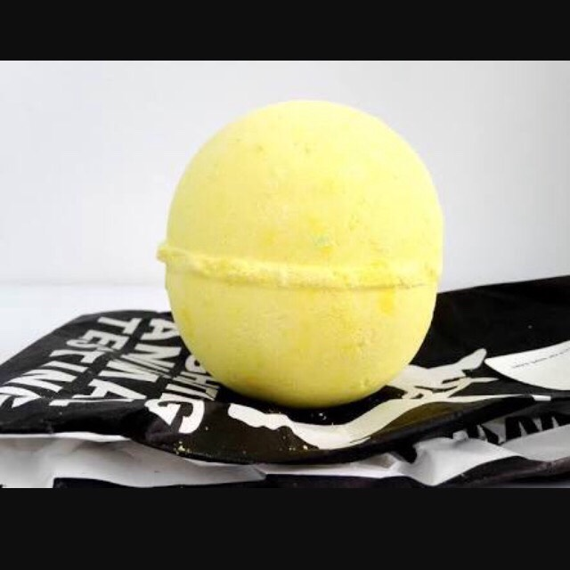 """😚- Fizzbanger (Bath Bomb) This is also one of my favourite scents as it is Toffe Apple😍 It's looks so cute and smells so great. And in the middle of the bath bomb is a little note saying simply """"BANG"""". As lush refers to it as """"bathbomb fireworks"""". The water is left a cute green."""