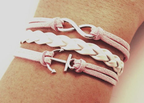 Use small rope-like braclets to bring out a little bit of shine!!✨
