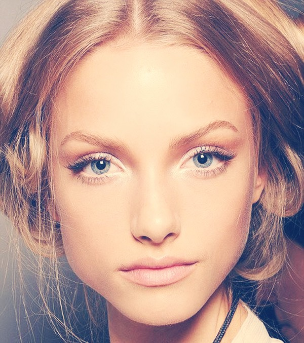 Put white or a cream colored eyeshadow in the corners of your eyes to make them  pop.