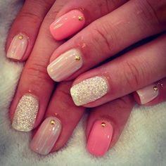 Disguse chipped nails! 😜 If your manicured nails begin to chip, no worry! Then all you need to do is grab a glitter nail polish and apply it on nails a few coats to thicken. This will disguse the broken nails💅