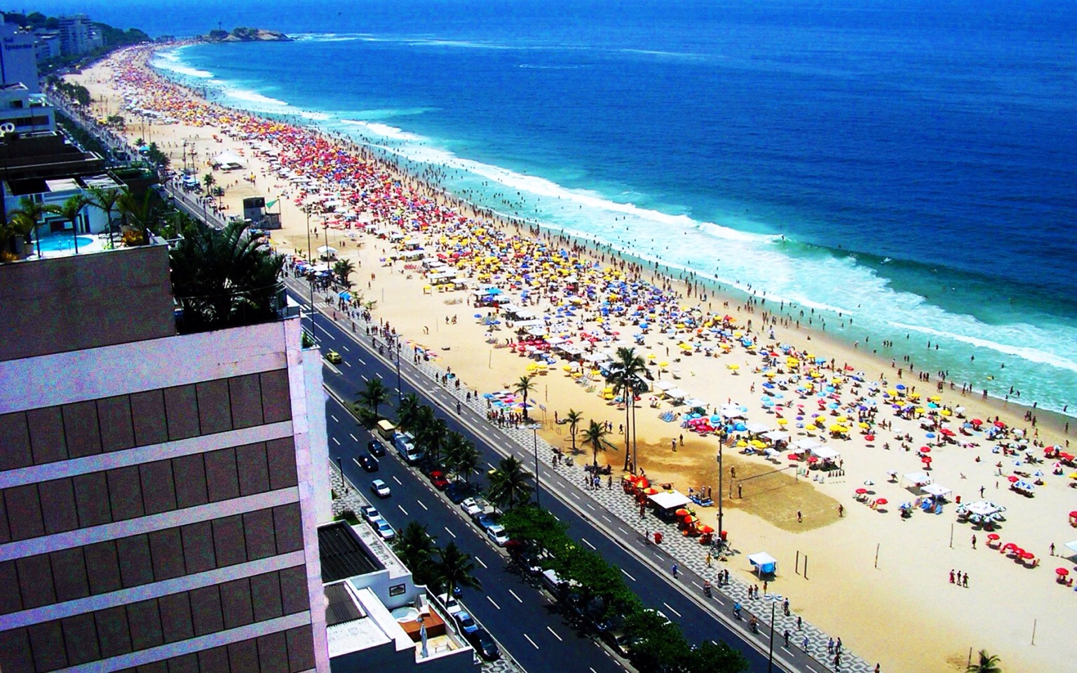 ✨Copacabana Beach Situated in Rio de Janeiro. It has 4 km of spectacular white sand that attracts millions of tourists for its natural beauty. Copacabana is a relative cheap beach with sociable and friendly locals that offer a very pleasant atmosphere.