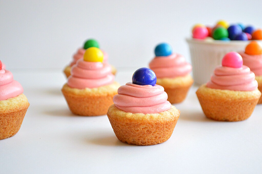 •Frosting •4 cups powdered sugar •8 tablespoons butter at room temperature •4 tablespoons milk •1 teaspoon vanilla extract