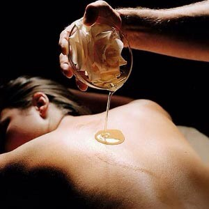 MASSAGE OILS |What to do about it:Try switchingto something more natural like,coconut oil.Non-comedogenic (non pore-clogging) lotions may be an alternative. Itwould be difficult to find an oil that would not clog pores.Washing oils off yourbody is key in prevention if the oil is used.