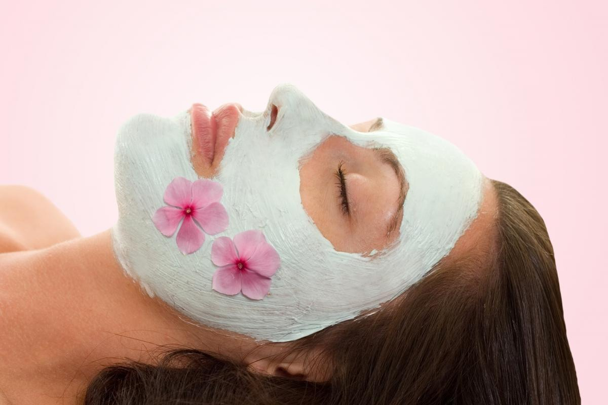 Facial masks containing avocado extracts in addition to olive oil is helpful during winter.
