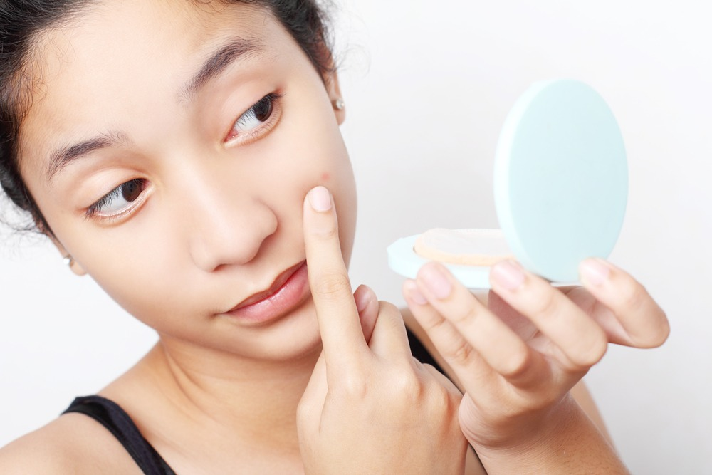 We should all know better by now than to think that popping a zit is the solution to our blemish woes, but things happen, and pimples get popped. If you've fallen victim to the great temptation, pause here. Follow these five steps for what to do before, during and after your pimple-popping journey.