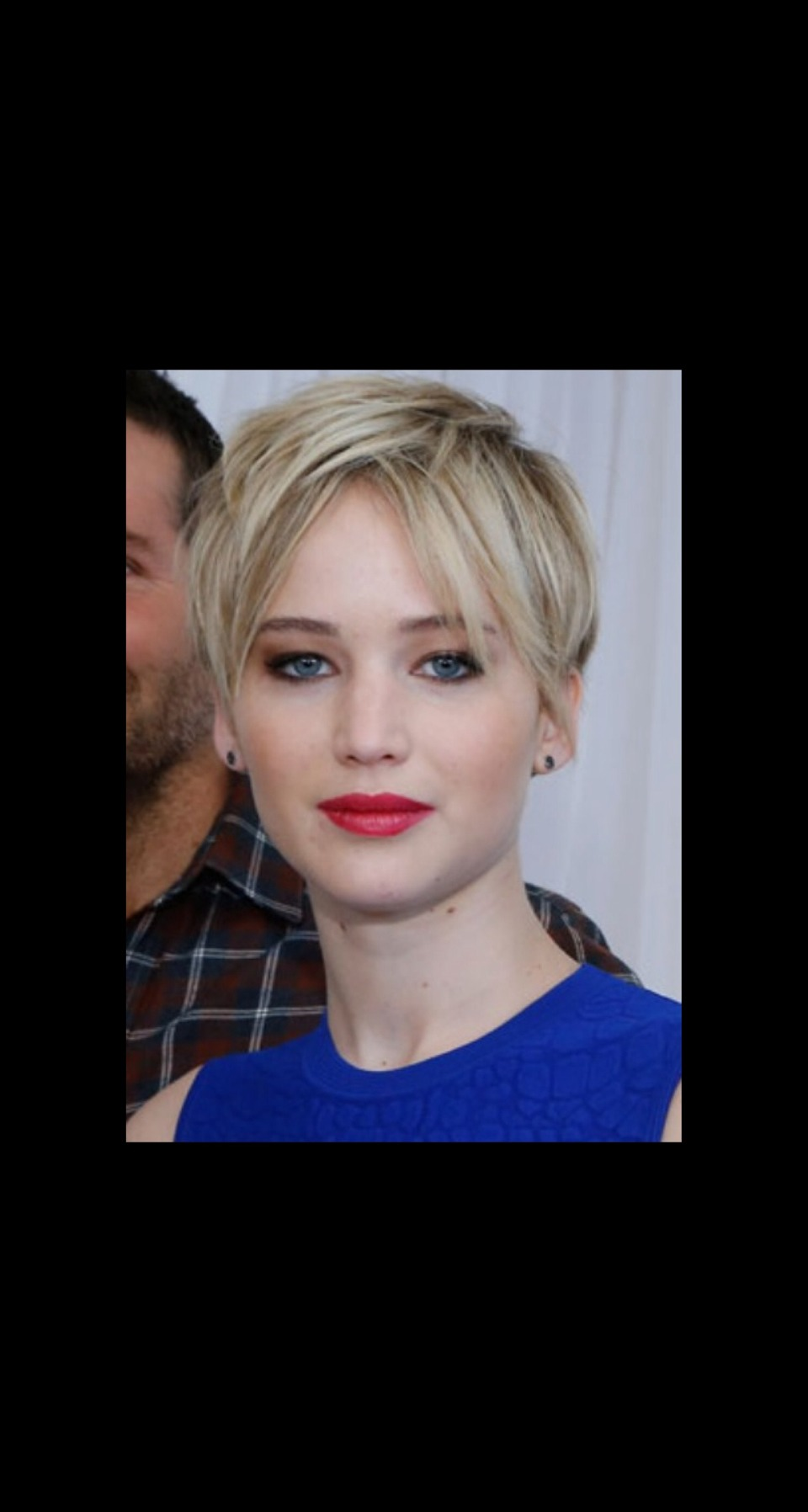 TEXTURED PIXIE To copy Jennifer Lawrence's lived-in pixie, add a bit of texturizing spray to the hair and scrunch with your fingertips.
