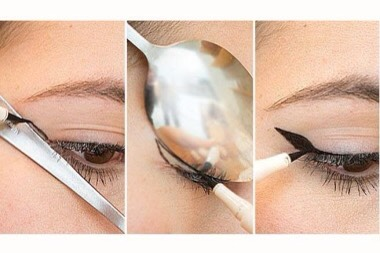 To get that winged effect everyone loves so much, you only need one common household item: a spoon. Start your eyeliner as you would for a cat eye look, press the rounded side of the spoon against your eyelid, and move the spoon outwards to create the winged effect.❕