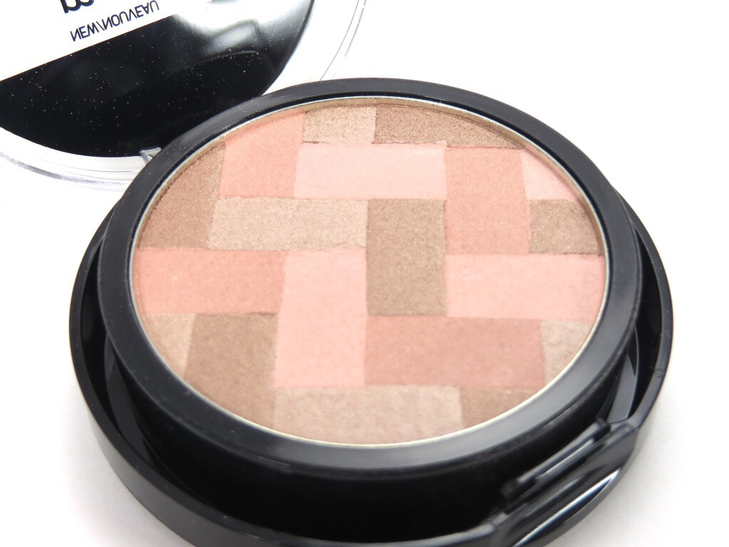 HIGHLIGHT: MAYBELLINE MASTER HI-LIGHT I dont know y this product doesn't get more credit cuz it's literally my everythingg ugh. I use it for the plain blush, bronze, and color it gives to my cheeks haha