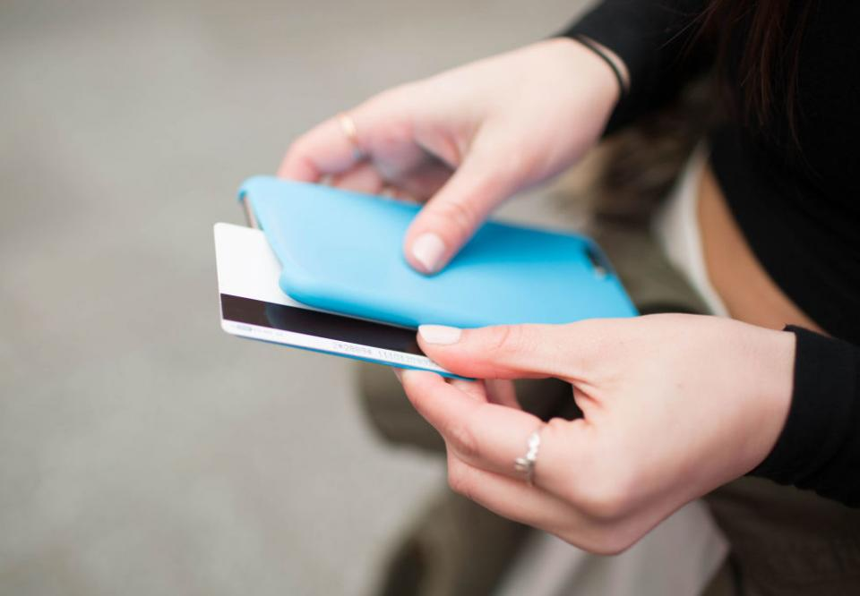 1. Hide your cash or IDs in between your phone and the phone case. You definitely don't need to lug around all your gift cards and credit cards at a music festival. Only bring the money and IDs you need, and slip them discreetly in your phone case.