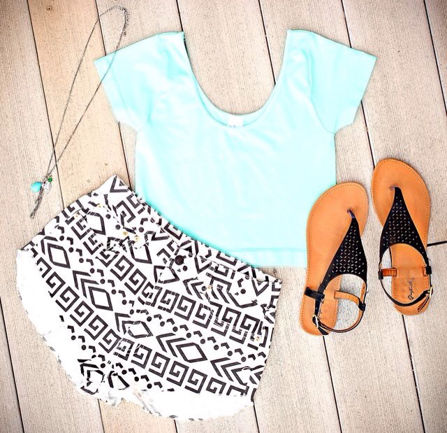 Outfit #1 • I absolutely love this outfit because it's one of the few outfits that printed shorts have the opportunity to look decent! This outfit would look good on anyone, and the shoes are perfection💕