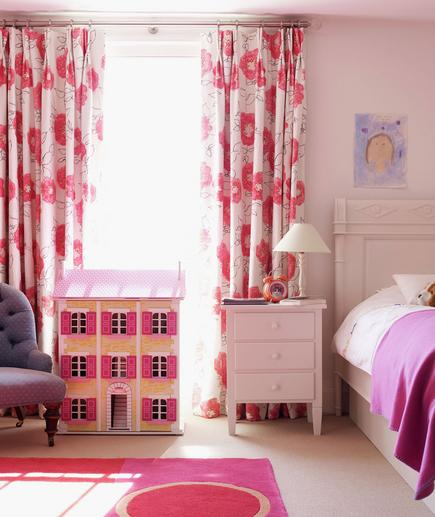 Pretty in Pink Keeping the walls white in a girl's bedroom will give you more decorating flexibility, which will help keep up with her constantly changing style. Have fun mixing and matching: Combine pink and red and introduce graphic prints and florals.