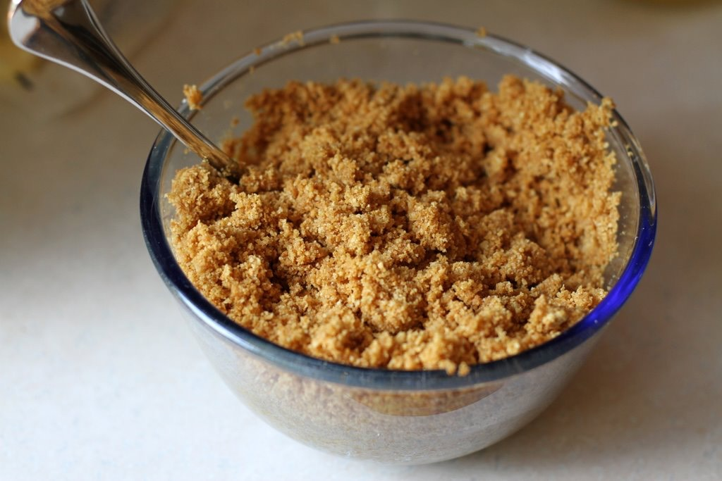 in your first bowl your going to crush up the graham crackers (you'll need about a whole pack depending on how much your making)