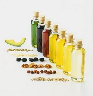 • Make oil your best friend- Grandma was right after all; even the most highly regarded beauty experts today consider moisturizing the most crucial step of hair care; and oil does it best! A 20-minute warm oil massage is excellent for dry, rough and frizzy hair. It moisturizes the hair and the scalp