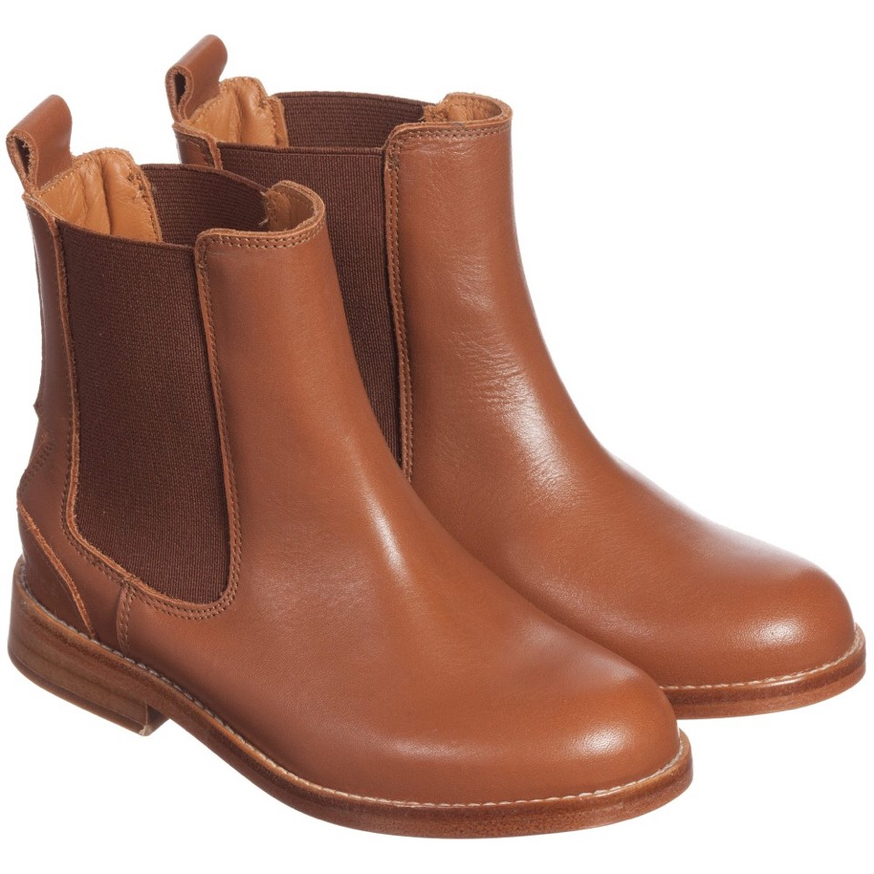 Everyone has that one pair of shoes youalways wear. Ankle boots go well with jeans, leggins, skirts,dresses, etc. This colour especially looks good for the upcoming seasons.