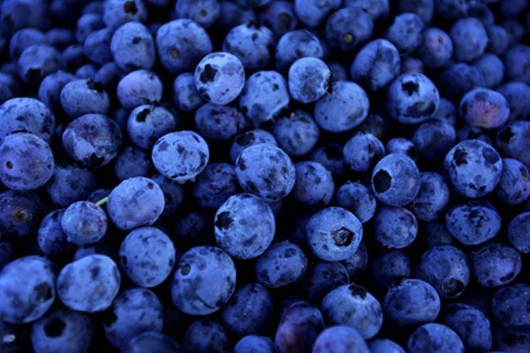 3- Blueberries  Blueberries are naturally an anti-inflammatory. Eating this yummy fruit will protect the skin from sun, and extend the life of skin cells.