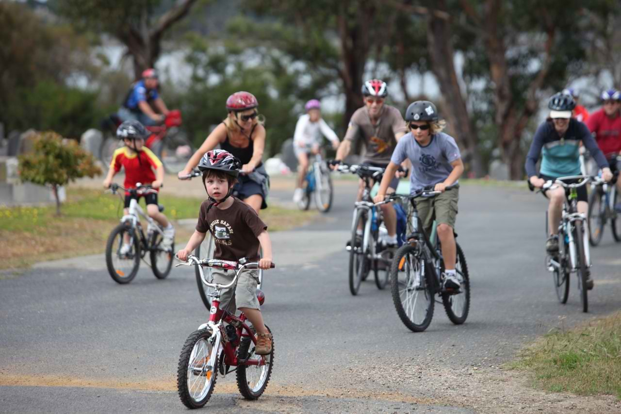 Family bike ride around the town ? Sounds fun! Go on a nature bikeride!