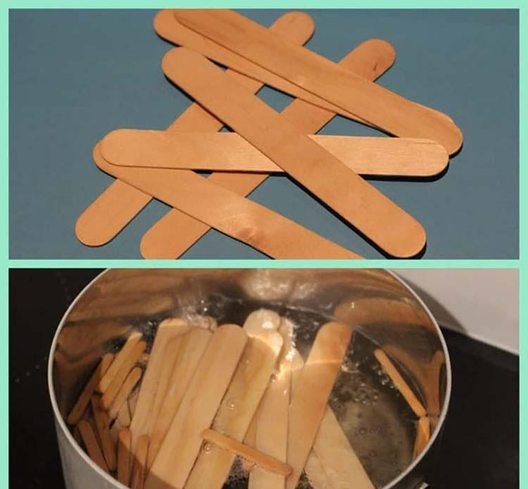First, take the popsicle sticks and put them into a pot of boiling water for an hour. By doing this they will be bendable and soft.