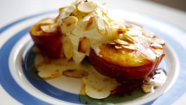 Pop a peach onto a plate, spoon some of the sauce from the pan over the top, smother in marscapone cream & sprinkle with almonds.
