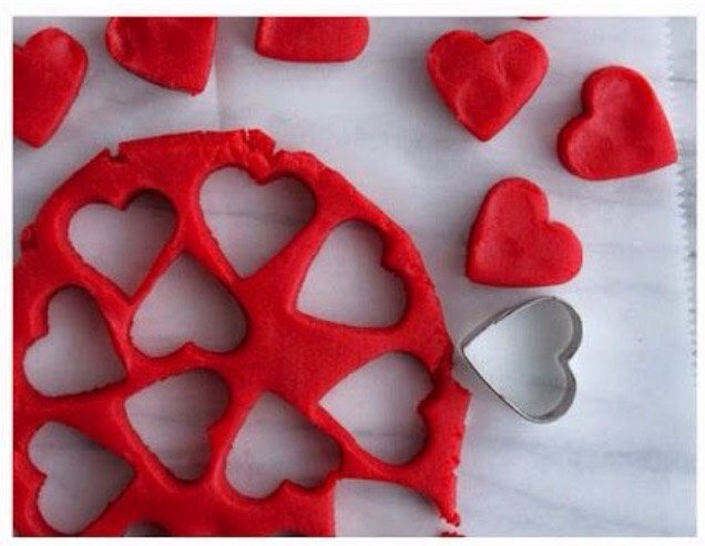 Using any shortbread or cookie mix and a lil red die ❤️ (and a heart cookie cutter) 🙈